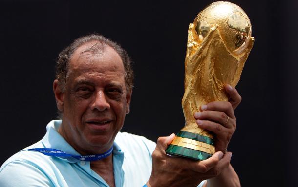 Lutto nel mondo del calcio: il Brasile piange Carlos Alberto